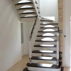 Лестница с полуарочными подступенками