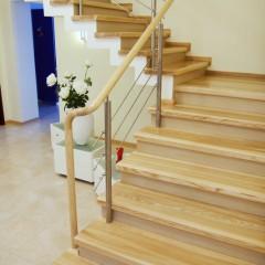 Отделка бетонной лестницы массивом ясеня