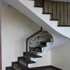 Кованые балясины в ограждении лестницы