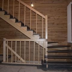 Лестница на косоурах с забежными ступенями