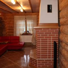Декор камина и потолка фальшбалками