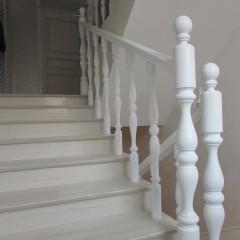Классическое ограждение бетонной лестницы