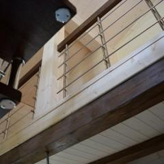 Дубовая лестница на больцах