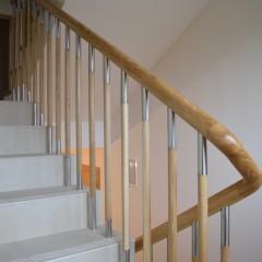 Отделка лестниц массивом дуба. Тонировка маслом