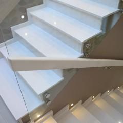 Ограждение лестницы из каленого стекла