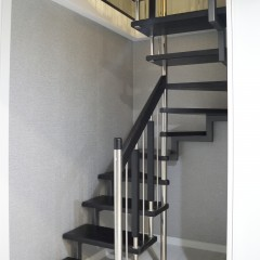 Лестница на больцах с металлическим косоуром